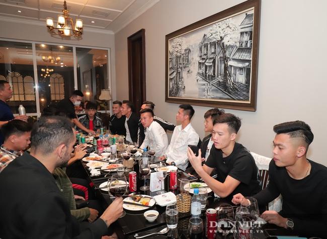 Đình Trọng, Duy Mạnh đến tham dự tiệc sinh nhật con gái Bùi Tiến Dũng - Ảnh 9.