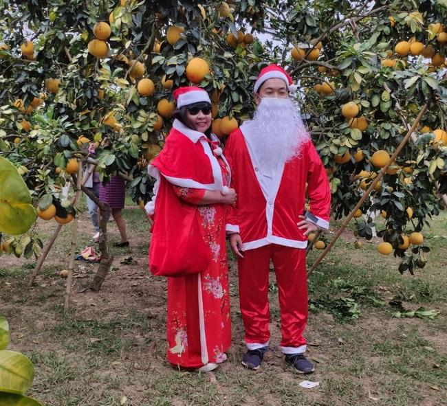 Bắc Giang: Đến Lục Ngạn, du khách thích thú đi xe trâu thăm quan trải nghiệm vườn cam, bưởi tiền tỷ, quả sai trĩu cành - Ảnh 4.