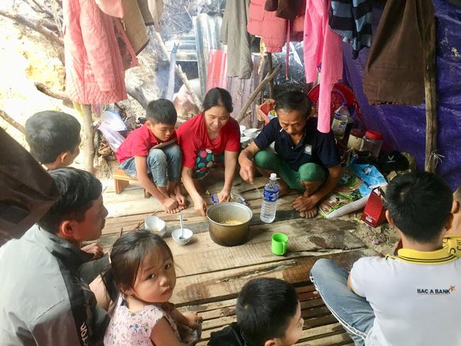 Trung ương Hội Nông dân Việt Nam kêu gọi quyên góp ủng hộ đồng bào bị thiệt hại do bão, lũ ở miền Trung - Ảnh 1.