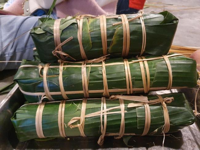 Đà Nẵng: Bếp bánh tét đỏ lửa giữa phố gửi về vùng lũ miền Trung - Ảnh 7.