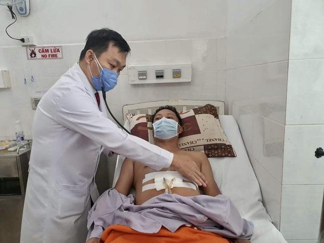Mổ khẩn cấp cứu sống bệnh nhân bị đâm thủng tim - Ảnh 1.