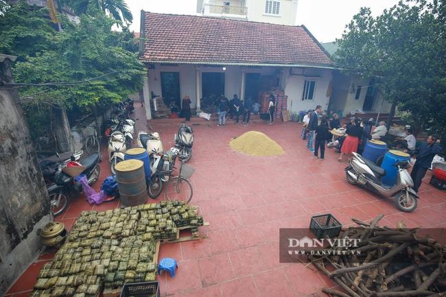 Người Hà Nội ngày đêm gói bánh chưng tặng đồng bào lũ lụt miền Trung - Ảnh 1.