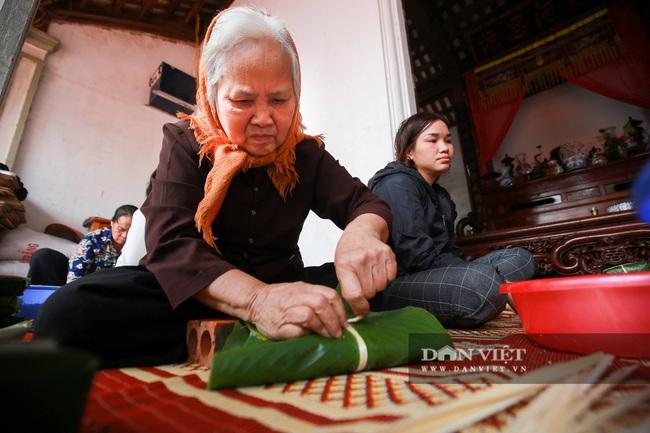 Người Hà Nội ngày đêm gói bánh chưng tặng đồng bào lũ lụt miền Trung - Ảnh 4.