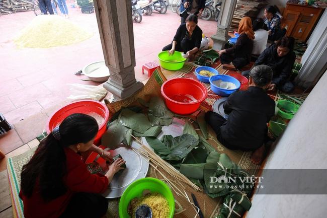 Người Hà Nội ngày đêm gói bánh chưng tặng đồng bào lũ lụt miền Trung - Ảnh 5.