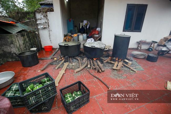 Người Hà Nội ngày đêm gói bánh chưng tặng đồng bào lũ lụt miền Trung - Ảnh 7.