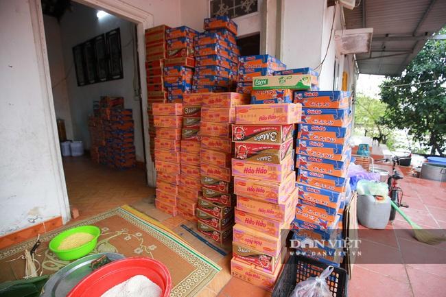 Người Hà Nội ngày đêm gói bánh chưng tặng đồng bào lũ lụt miền Trung - Ảnh 9.