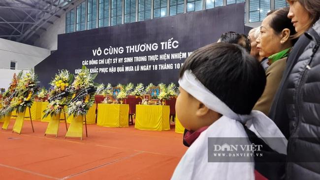 Lễ viếng, truy điệu 22 liệt sĩ Đoàn 337 hy sinh do sạt lở tại Quảng Trị  - Ảnh 6.