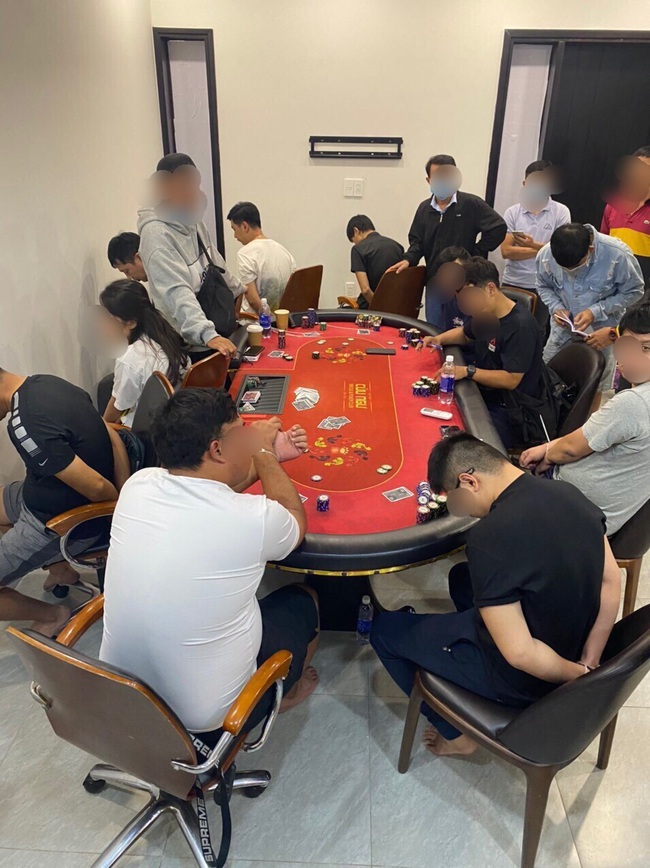 TPHCM: Phá sòng Poker có người ngoại quốc tham gia ở khu dân cư Palm Residence - Ảnh 2.