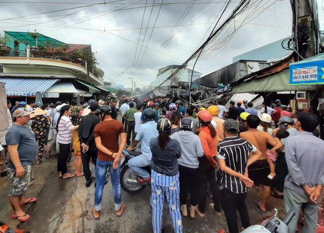 Cà Mau: Cháy chợ phường 8, hàng trăm người dân kéo đến xem - Ảnh 2.