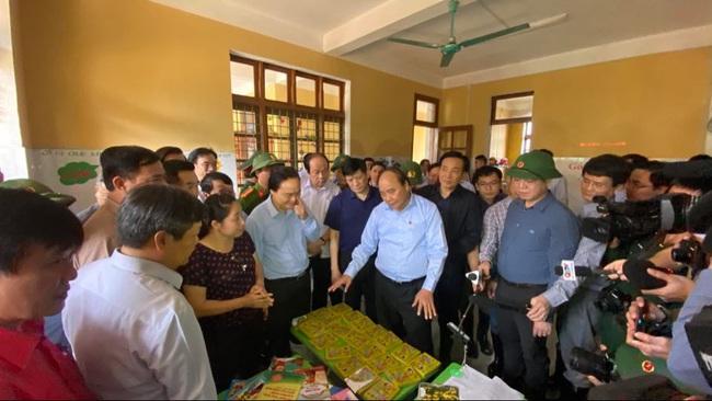 Thủ tướng kiểm tra công tác khắc phục hậu quả mưa lũ tại huyện Quảng Ninh, Quảng Bình - Ảnh 1.