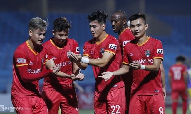 Tiến Linh ăn mừng bàn thắng đẳng cấp vào lưới Hà Nội FC trên sân Hàng Đẫy tối nay. Ảnh: Lâm Thỏa