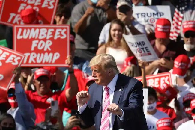 Bầu cử Mỹ: Trump-Biden rượt đuổi kịch tính ở các bang chiến trường - Ảnh 1.