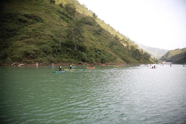 Hàng trăm người chinh phục hẻm Tu Sản Mèo Vạc tại lễ hội chèo ván Sup và Kayak  - Ảnh 4.
