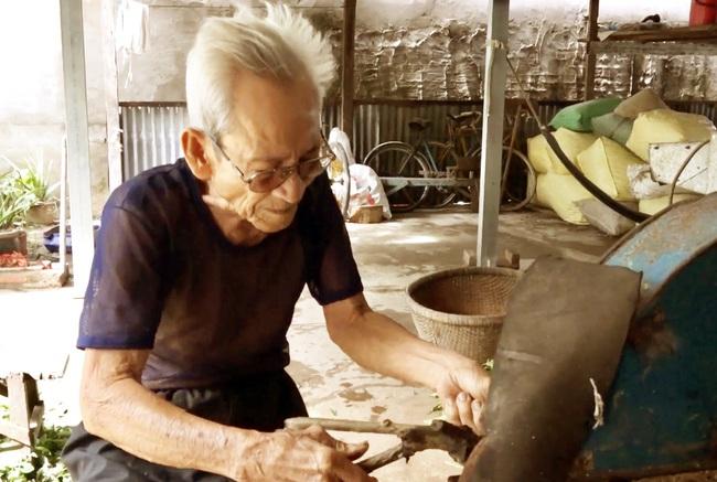 An Giang: Ông nông dân hơn 90 tuổi và hành trình 40 năm tìm thuốc cứu người - Ảnh 3.