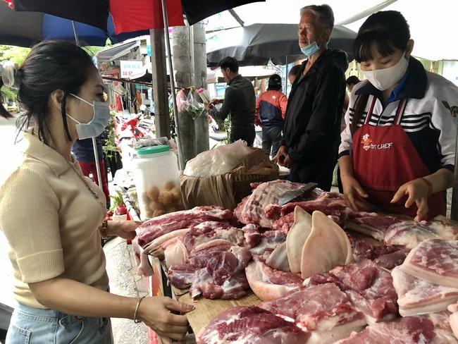 Tuân thủ tiêm vaccine, hiểu đúng  về bệnh gạo lợn - Ảnh 1.