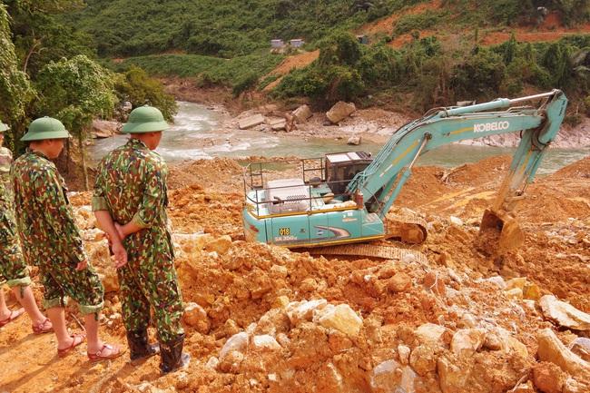 Chưa tìm thấy thêm nạn nhân mất tích tại Rào Trăng 3, lực lượng tìm kiếm phải rút trước khi bão đổ bộ  - Ảnh 7.