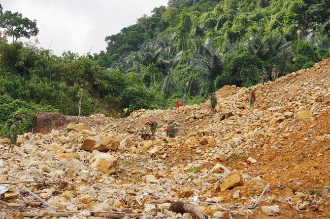 Chưa tìm thấy thêm nạn nhân mất tích tại Rào Trăng 3, lực lượng tìm kiếm phải rút trước khi bão đổ bộ  - Ảnh 4.