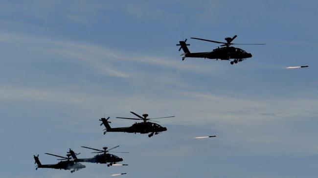 Bắc Kinh tung đòn trừng phạt Mỹ vì bán vũ khí cho Đài Loan - Ảnh 1.