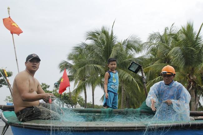 """Đà Nẵng: Ngư dân chua xót """"chạy bão"""" - Ảnh 3."""