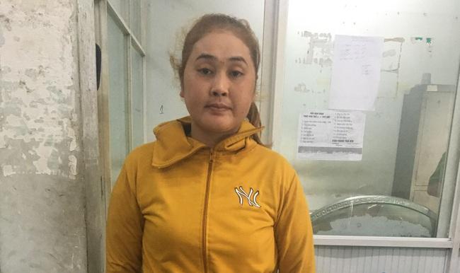 TPHCM: Người phụ nữ cùng gã đàn ông dùng vàng dỏm cầm cố lừa hàng trăm triệu đồng với chủ tiệm vàng - Ảnh 1.