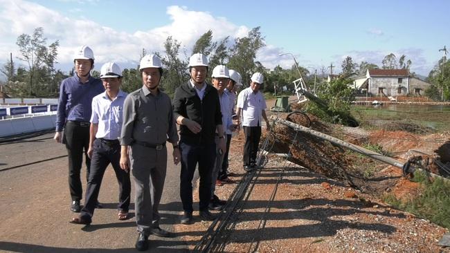 Quảng Nam: Ngành điện khẩn trưởng triển khai khôi phục cấp điện sau bão số 9 - Ảnh 1.