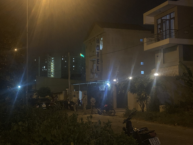 Công an phát thông báo truy tìm nghi phạm sát hại người phụ nữ ở khách sạn tại TPHCM - Ảnh 3.