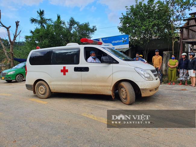 Sạt lở vùi lấp 34 người ở Quảng Nam: Tìm đường chuyển 5 người bị thương đi cấp cứu - Ảnh 1.