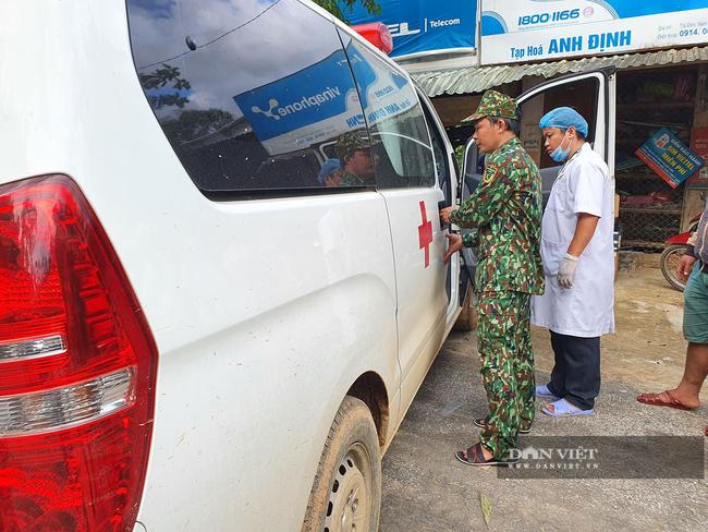 Sạt lở vùi lấp hơn 50 người ở Quảng Nam: Tìm đường chuyển 5 người bị thương đi cấp cứu - Ảnh 2.