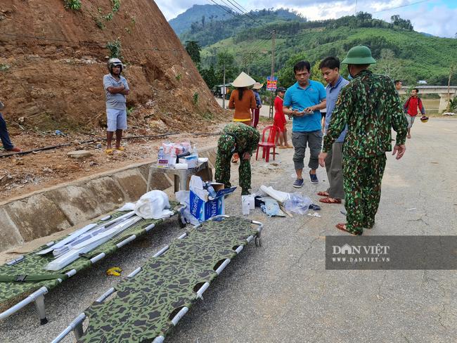 Sạt lở vùi lấp hơn 50 người ở Quảng Nam: Tìm đường chuyển 5 người bị thương đi cấp cứu - Ảnh 6.