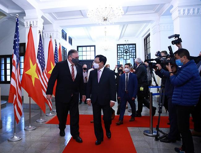 CHÙM ẢNH: Phó Thủ tướng, Bộ trưởng Bộ Ngoại giao Phạm Bình Minh đón, hội đàm Ngoại trưởng Hoa Kỳ - Ảnh 2.
