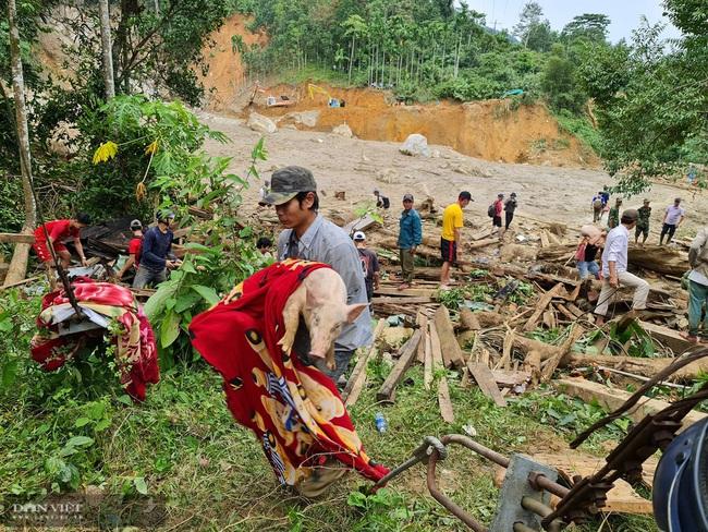 Những người sống sót bắt đầu tìm về trung tâm vụ sạt lở ở xã Trà Leng - Ảnh 4.