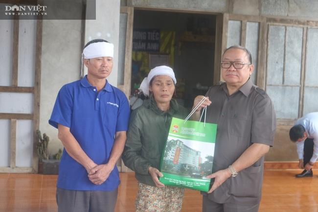 Chủ tịch Hội Nông dân Việt Nam thăm điểm trường, tặng quà đồng bào bị lũ quét tỉnh Quảng Trị - Ảnh 7.
