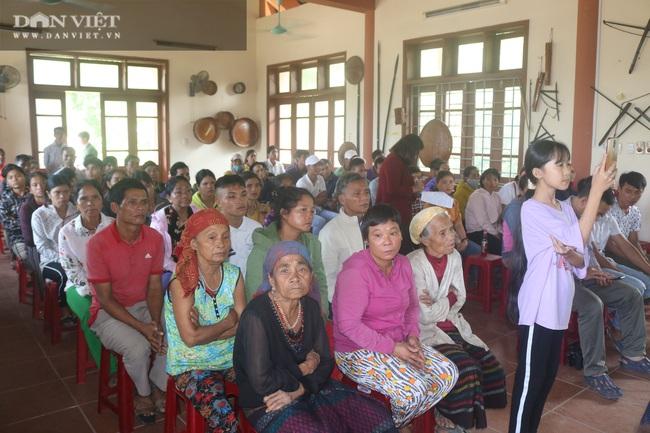 Chủ tịch Hội Nông dân Việt Nam thăm điểm trường, tặng quà đồng bào bị lũ quét tỉnh Quảng Trị - Ảnh 3.