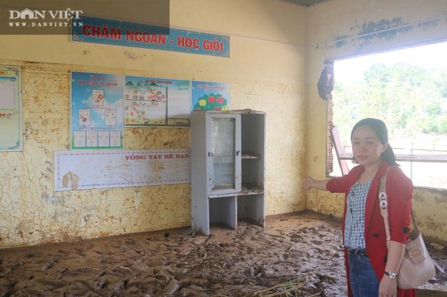Chủ tịch Hội Nông dân Việt Nam thăm điểm trường, tặng quà đồng bào bị lũ quét tỉnh Quảng Trị - Ảnh 5.