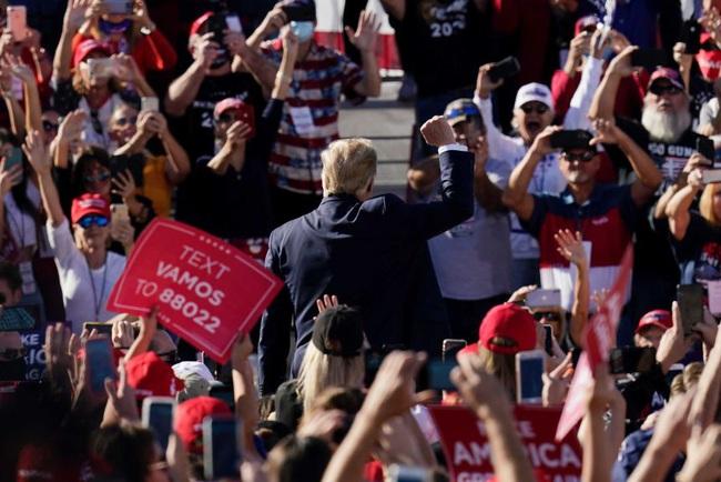 """Bầu cử Mỹ: Trump điên cuồng chạy đua với thời gian, Biden thỏa sức """"đánh chiếm"""" các """"căn cứ đỏ"""" - Ảnh 3."""