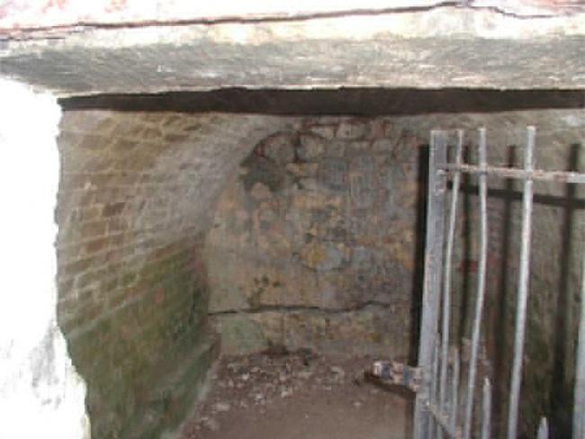 Bí ẩn xung quanh những cỗ quan tài tự dịch chuyển ở Barbados 200 năm trước - Ảnh 4.