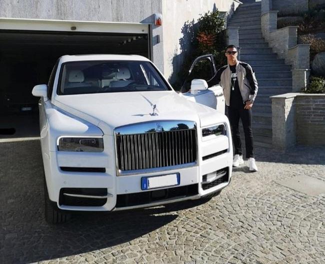 Bộ sưu tập siêu xe của Ronaldo: Rolls-Royce Ghost dẫn đầu với giá 86 tỷ - Ảnh 1.