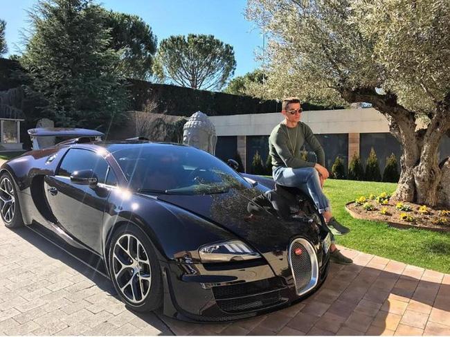 Bộ sưu tập siêu xe của Ronaldo: Rolls-Royce Ghost dẫn đầu với giá 86 tỷ - Ảnh 9.
