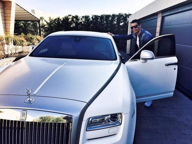 Bộ sưu tập siêu xe của Ronaldo: Rolls-Royce Ghost dẫn đầu với giá 86 tỷ - Ảnh 2.