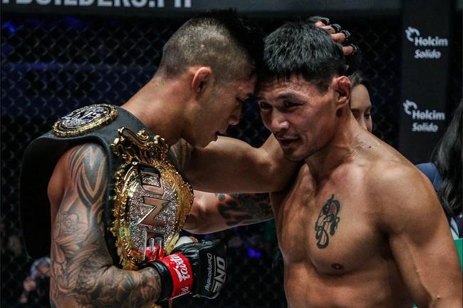 """Clip: Martin Nguyễn dùng đòn """"bay gối"""" ghê rợn, võ sĩ Mông Cổ đổ gục - Ảnh 1."""
