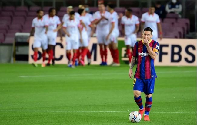 Barca khủng hoảng tài chính, Messi có thêm... may mắn để ra đi - Ảnh 2.