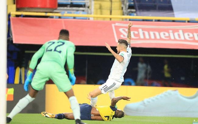 Messi ghi bàn, Argentina nhọc nhằn đánh bại Argentina - Ảnh 1.