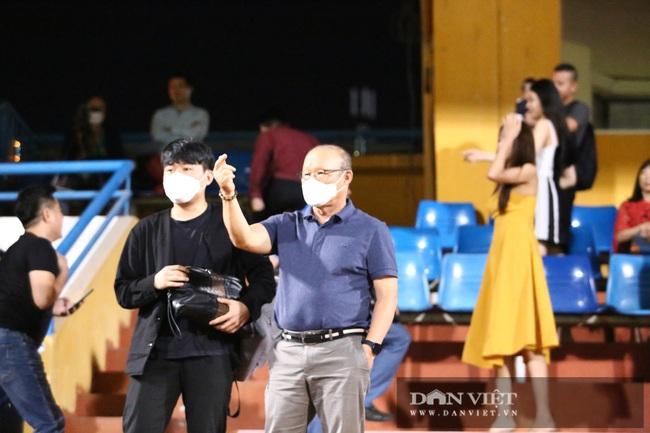 Thầy Park hỏi thăm tình hình chấn thương của Văn Thanh - Ảnh 4.