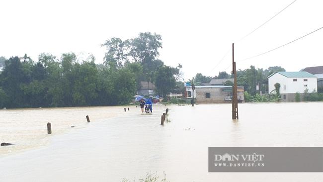 Hà Tĩnh: Nước sông Ngàn Sâu dâng cao, 5 xã ở Hương Khê bị cô lập - Ảnh 4.