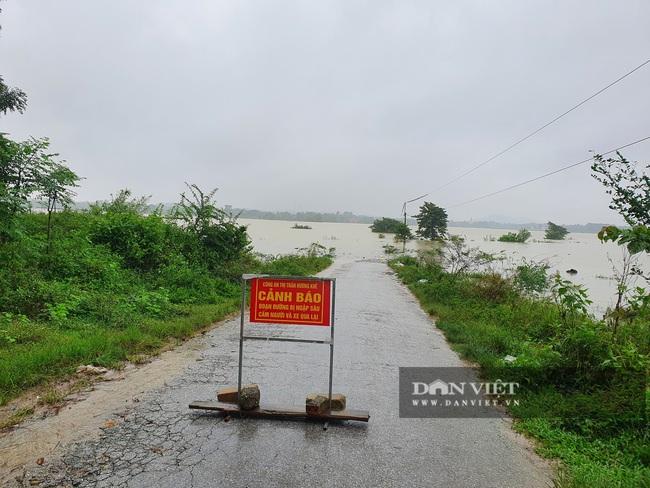 Hà Tĩnh: Nước sông Ngàn Sâu dâng cao, 5 xã ở Hương Khê bị cô lập - Ảnh 5.