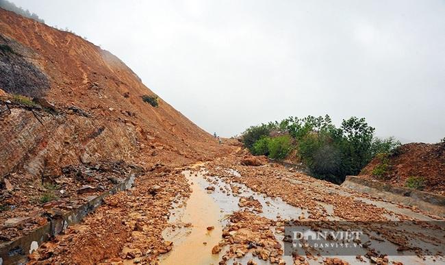 Hà Tĩnh: Do mưa lũ, đường Phúc Trạch – Hương Liên sạt lở nghiêm trọng - Ảnh 1.