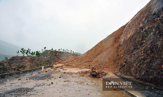 Hà Tĩnh: Do mưa lũ, đường Phúc Trạch – Hương Liên sạt lở nghiêm trọng - Ảnh 2.