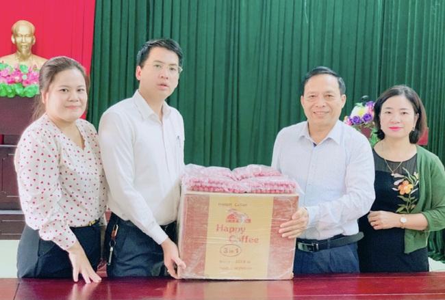 Hội Nông dân tỉnh Nghệ An tiếp nhận tiền, hàng ủng hộ nông dân thiệt hại do lũ - Ảnh 3.
