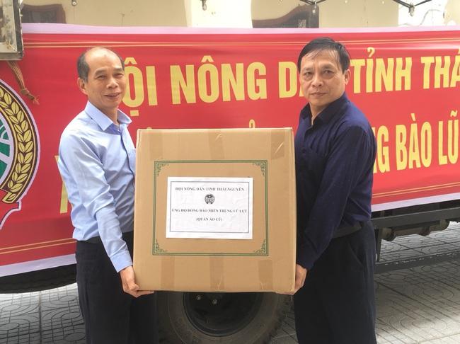 Gần 200 triệu đồng được Hội ND tỉnh Thái Nguyên ủng hộ người dân ngập lụt tỉnh Nghệ An  - Ảnh 4.