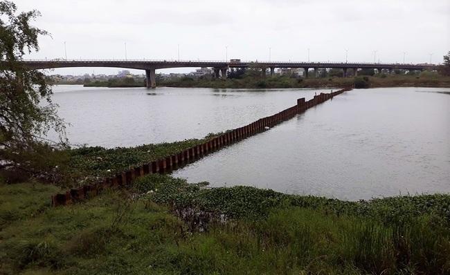 Đà Nẵng: Đề xuất làm đập ngăn mặn kết hợp cầu đi bộ trên sông Cẩm Lệ khoảng 410 tỷ đồng - Ảnh 1.